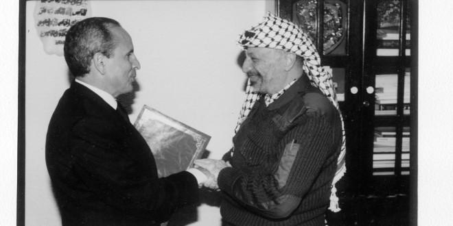 سي ناصر رفقة رمز المقاومة الفلسطينية الراحل ياسر عرفات