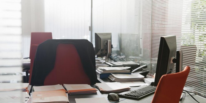 Bureau-vide-absenteisme-930x620