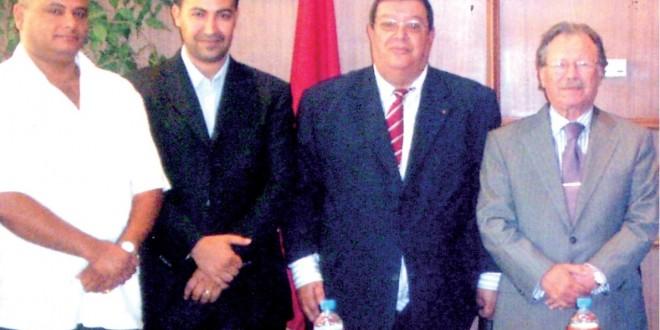 """ثلاثة من أقطاب العصابة المتهمة بالسطو على أملاك يهود مغاربة في صورة """"تذكارية"""" مع وزير العدل السابق المرحوم بوزوبع."""