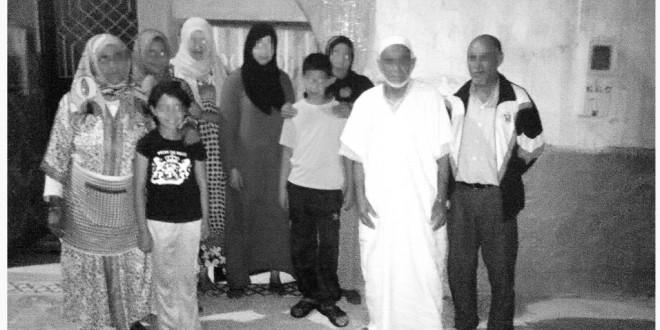 صورة للعائلتين المهددتين بالإفراغ و الطرد من مسكنهما