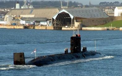 """الغواصة النووية """"إتش إم إس تريونف"""""""