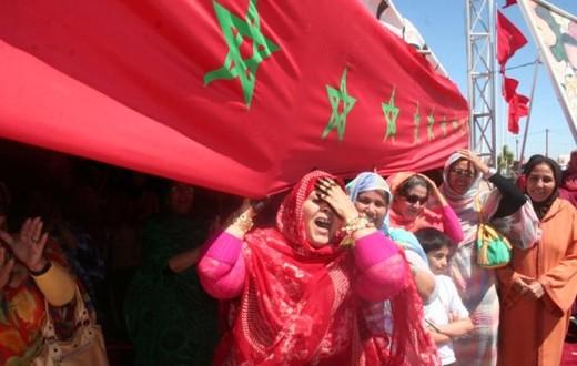 drapeau maroc embrassé