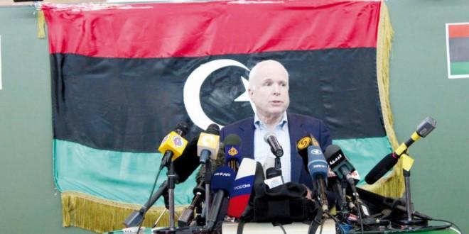 جون ماكين رئيس المعهد الجمهوري الديمقراطي كان حاضرا بقوة إبان الثورة الليبية التي أطاحت بالقذافي