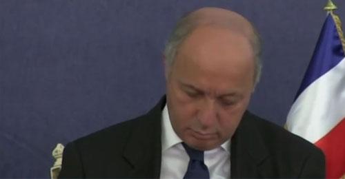 لوران فابيوس في نوم عميق أثناء جلسة عمل الشراكة الجزائرية الفرنسية
