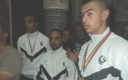 عبد الجبار اشريط (يمين الصورة)