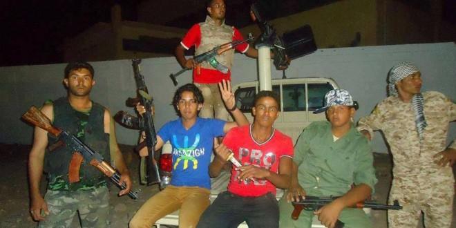 """مسلحون يرفعون شعارات """"تيفناغ"""" في الدول التي شهدت الربيع العربي"""