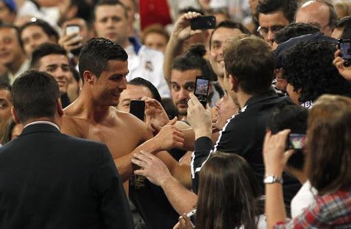 Photo of رياضة | هكذا رد النجم رونالدو على تغريدة معجبة مغربية…