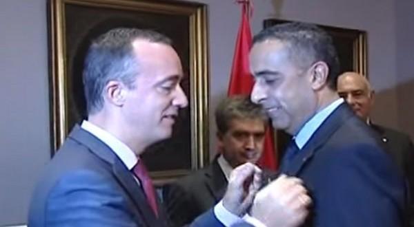 الحموشي لحظة تتويجه من قبل وزير خارجية إسبانيا
