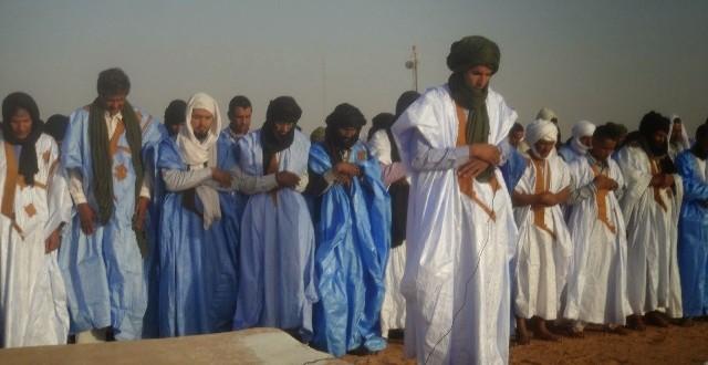sahariens en prière
