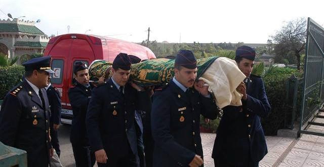لحظة تشييع جنازة الراحل عبد الرزاق الاخضر