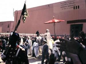 تقديم البيعة للملك الراحل الحسن الثاني خلال حفل الولاء بمراكش سنة 1966