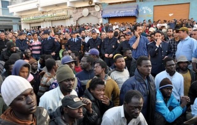 Photo of المهاجرون الأفارقة بطنجة يحتلون المنازل ويقولون إنها من حقنا