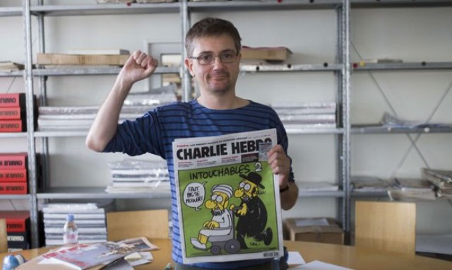 Photo of بالفيديو .. شارلي إيبدو لم تضع كاريكاتيري حول الرسول فحسب في عددها الجديد بل أيضا كاريكاتيرات حول الله سبحانه