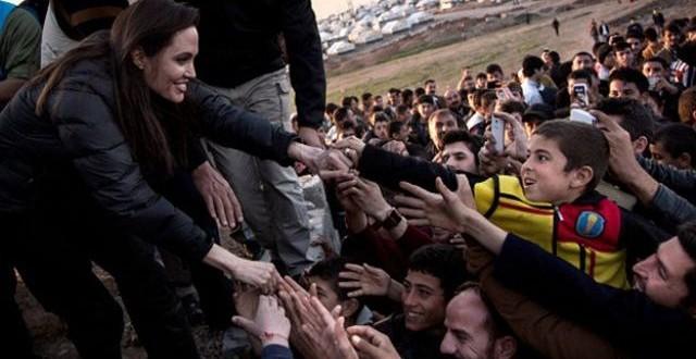 أنجلينا جولي أثناء زيارتها لمدينة دهوك