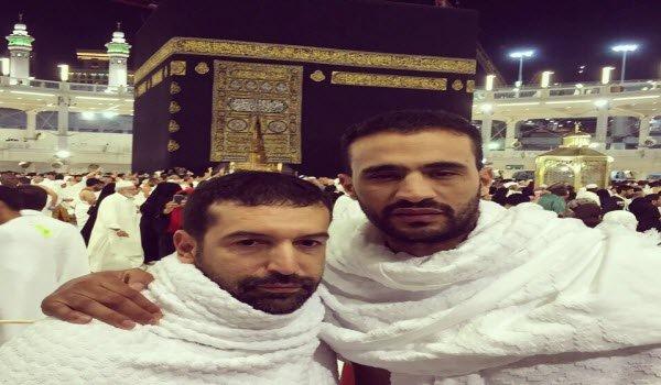 "Photo of بدر هاري من أمام الكعبة: ""الاسلام هو ديني"""