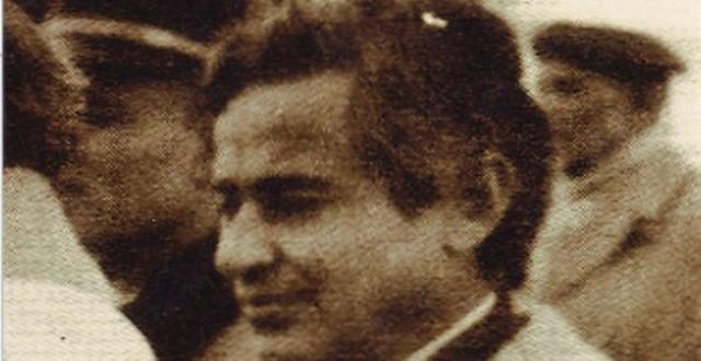 الكاتب الملكي عبد الفتاح فرج، لم يكن يظهر في الصور مع الملك وكان يتفادى الكاميرات لا بالأسود ولا بالألوان