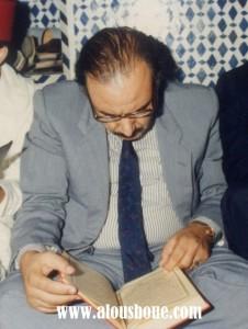 """الحاج تابت كما لم تشاهدوه من قبل """"يقرأ القرآن الكريم"""". صورة خاصة بالأسبوع الصحفي."""
