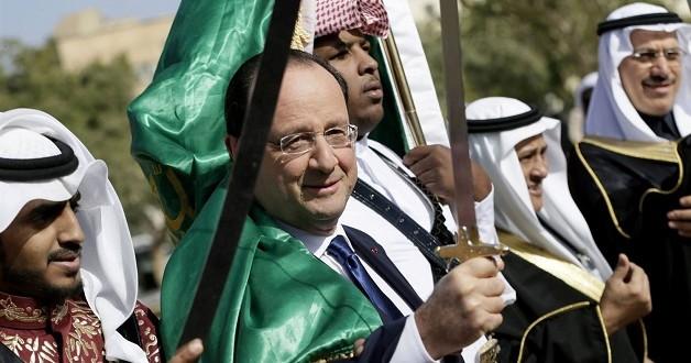 Hollande performs sword dance under Saudi flag