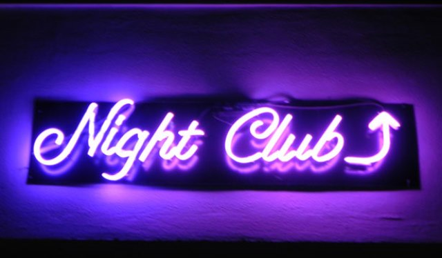 nightclub-in-neon-108681294533967qk7