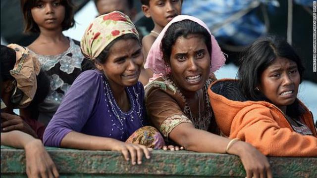 النازحين المسلمين من  بورما الان بالاف في البحر  يموتون جوعا لا تسمح اي دولة لهم بالدخول