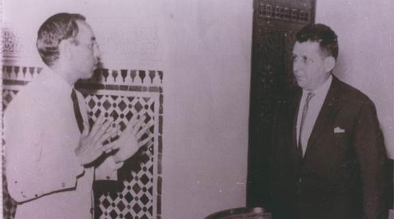 جلالة الملك الحسن الثاني أثنى على المجاهد ندير أبوزار لما قدمه من خدمات للعرش وعينه مندوبا له في المقاومة