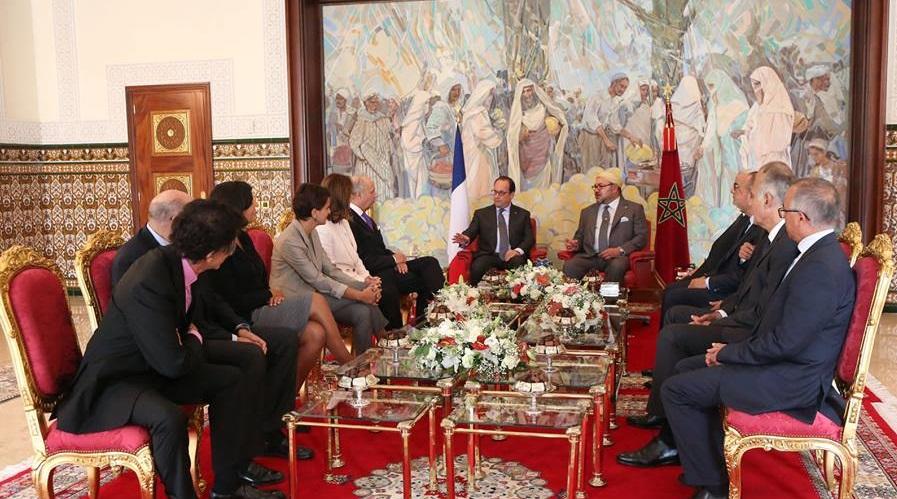لحظة استقبال الرئيس الفرنسي والوفد المرافق له