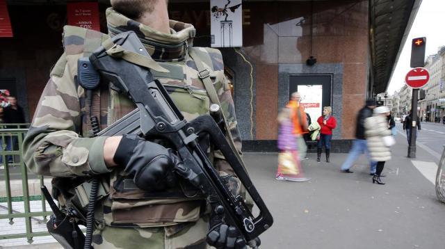 Photo of وزير فرنسي يطالب بسحب الجنسية الفرنسية من5 إرهابيين متهمين في اعتداءات الدار البيضاء