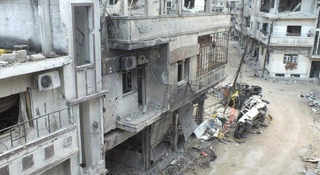 من مخلفات الدمار الذي لحق مدينة حمص بسوريا