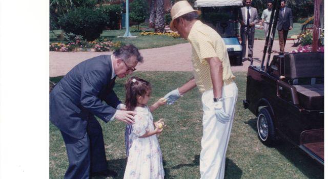 الطبيب عبد العالي بنجاي دوشان وابنته مع الملك الراحل الحسن الثاني