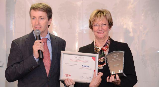 Jean-Pascal Darriet, DG de Lydec, recevant le Trophée