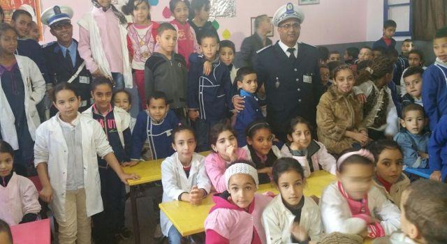 البوليس يتحولون إلى اساتذة في مدرسة المغرب لعربي