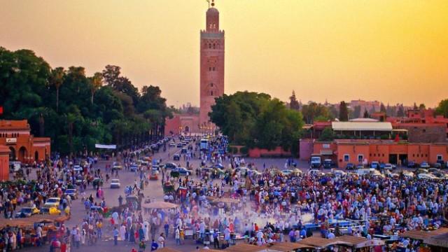 مراكش | فوضى السياحة تبدأ من الطاكسيات وتنتهي بممارسات مرفوضة في ساحة جامع  الفنا - الأسبوع الصحفي