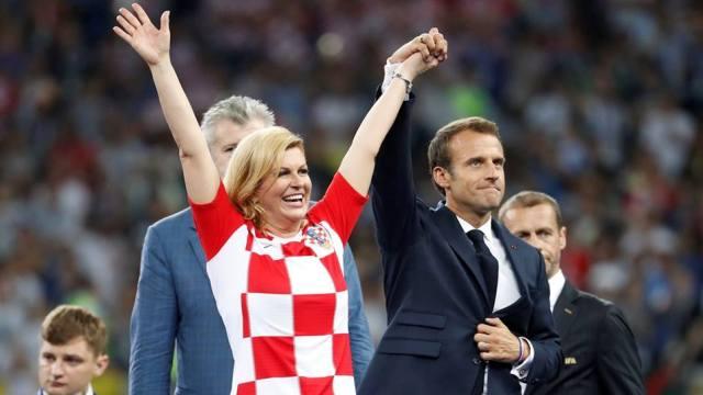 Photo of شاهد بالفيديو   ما لا تعرفه عن رئيسة كرواتيا الجميلة التي ادهشت العالم في كاس العالم !