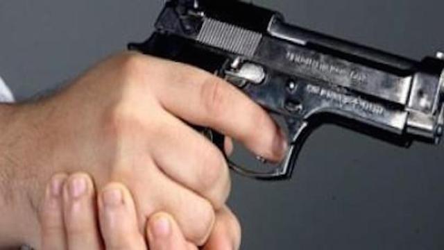Photo of خطير..شرطي يطلق الرصاص من مسدسه على رئيسه بإيفران