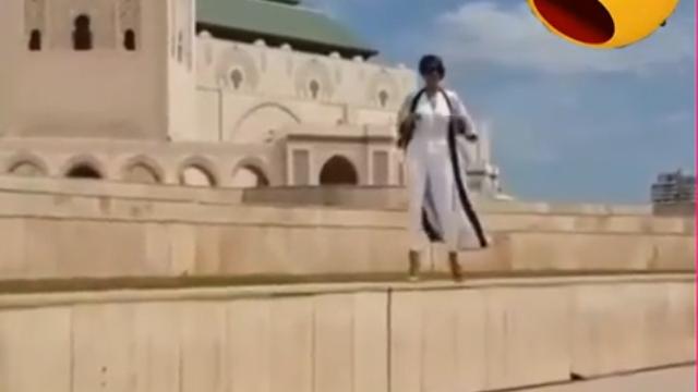 Photo of فيديو | ليلى الحديوي تثير استيياء المغاربة برقصها على أغنية أمينوكس أمام مسجد الحسن الثاني