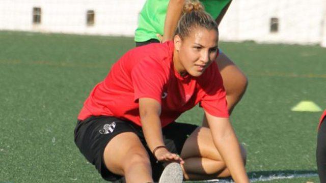 Photo of مريم حجري .. أول لاعبة محترفة مغربية في البطولة الإسبانية للكرة النسوية