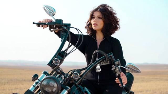 Photo of الفنانة المغربية حنان الخضر تنافس على لقب أجمل 100 وجه في العالم