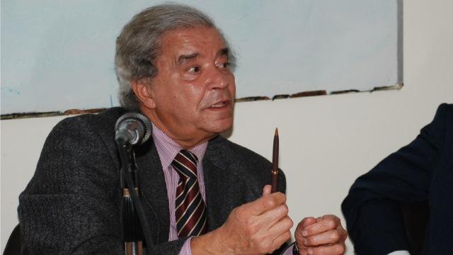 Photo of خاص | مصطفى العلوي.. عندما يصبح الصحفي صديقا لرئيس الدولة