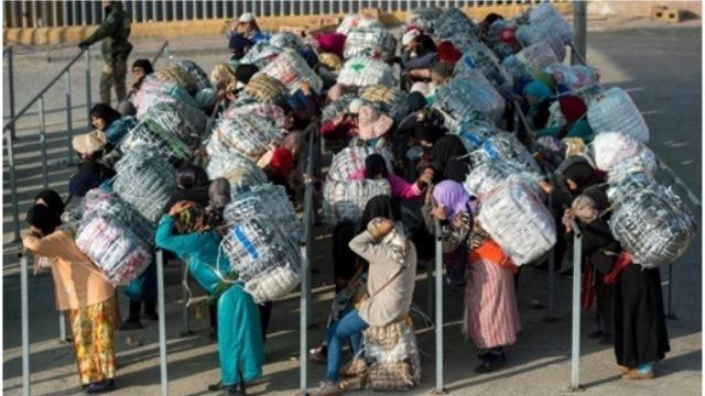 Photo of نساء التهريب.. الباحثات عن الخبز الحلال